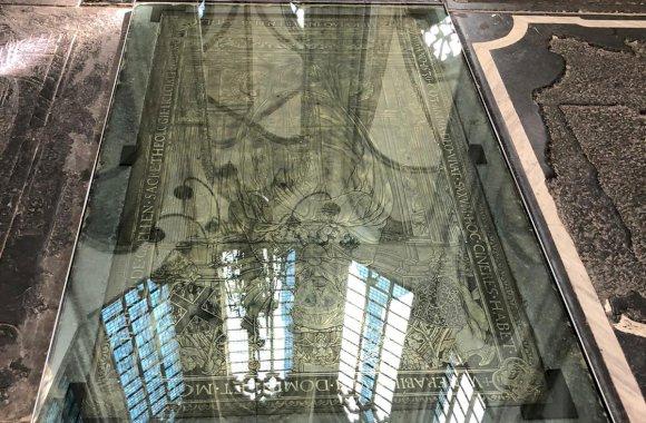 Beloopbare glasvloer Grote Kerk Breda