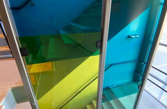 Glazen afscheiding trap helder-gelaagd glas